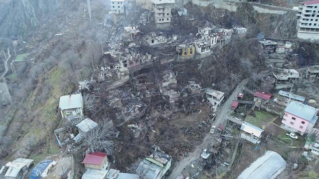 Felaketi yaşayan köyde hasar gün ağarınca ortaya çıktı