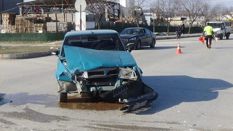 Bursa'da kavşakta kaza: 1 yaralı