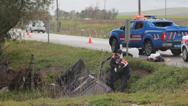 Otomobil su kanalına devrildi: 2 ölü