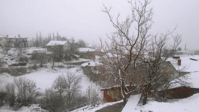 Bursa'da kar yağışı! Resmen beyaza büründü…