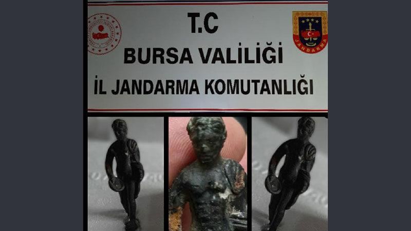 Bursa'da 100 bin dolarlık heykeli satmaya çalışırken yakalandılar