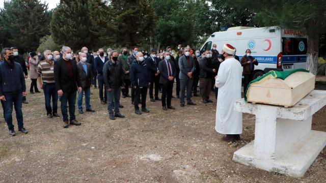 Koronavirüsten ölen doktor, babası için ayrılan mezara defnedildi