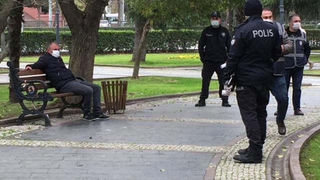 Koronavirüslü şahıs parkta otururken yakalandı