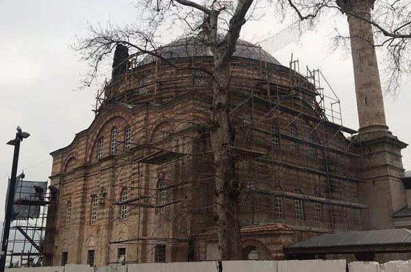 Bursa'da bitmeyen restorasyon! 600 yıllık tarih böyle kaldı…