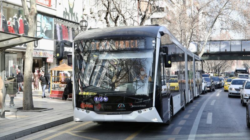 Bursa'ya metrobüs gelmeli mi?