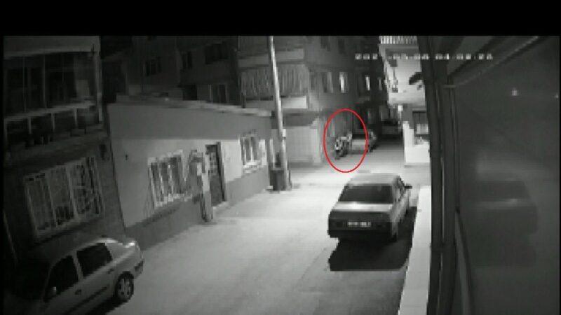 Yer: Bursa… 4 kişi nöbet tuttu, bir kişi çaldı
