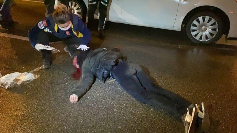 Bursa'da seyir halindeki aracın önüne atlayan genç ağır yaralandı