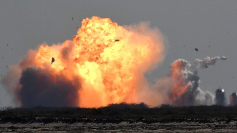 SpaceX'e şok! Starship inişten sonra patladı