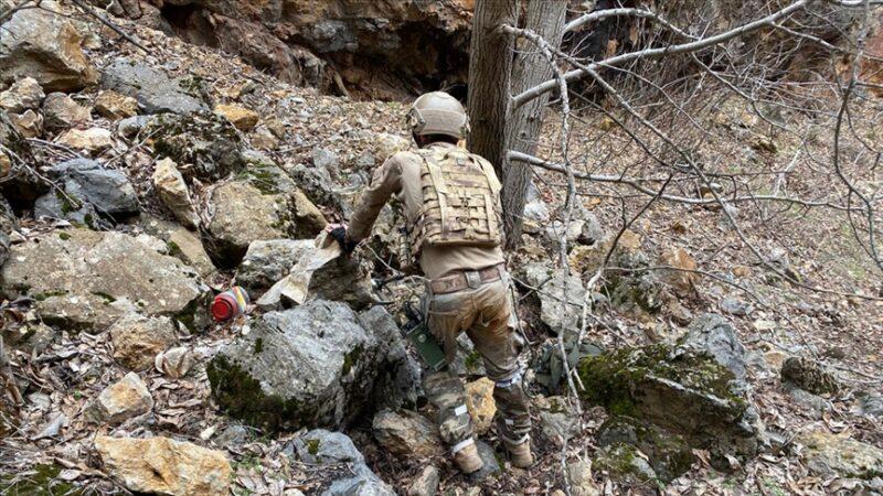 Tunceli'de teröristlerce kullanılan 2 sığınak imha edildi