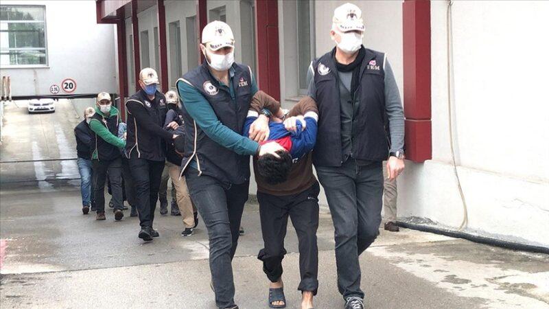 Adana'da 79 mezara zarar veren 5 kişi tutuklandı