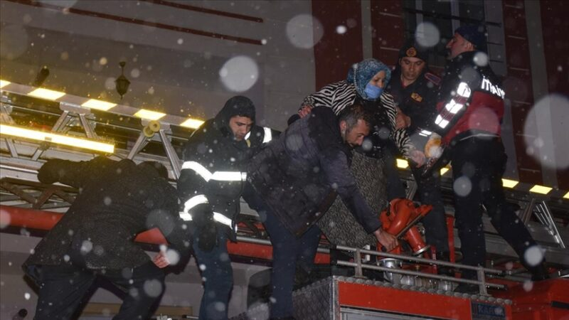 6 katlı binada can pazarı: 41 kişi hastaneye kaldırıldı