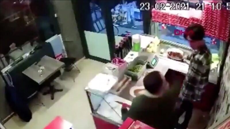 Çiğ köfteciyi döven kişi yeniden gözaltında