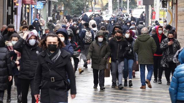 Karadeniz'deki vaka artışında 'mutant virüs' etkisi