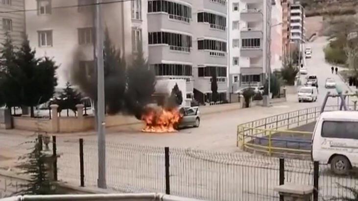 3 gün önce satın aldığı otomobil alev alev yandı