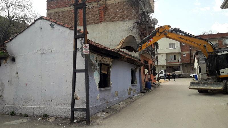 Osmangazi'de metruk binalar huzur ve güvenlik için yıkılıyor