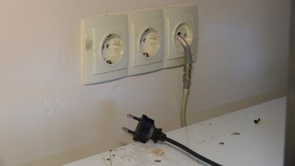 Yüksek voltaj, 5 apartmandaki elektronik cihazları bozdu