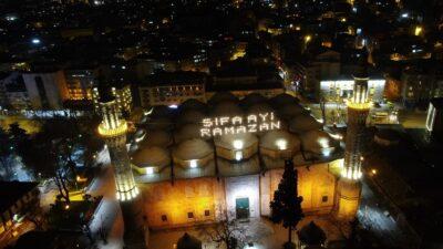 Ulucami'de geceyi aydınlatan Ramazan mahyası…