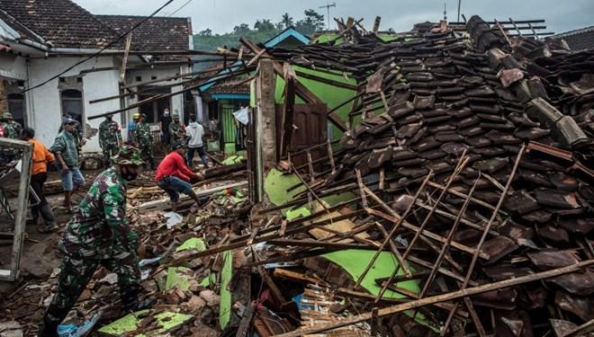 Endonezya'daki sellerde ölenlerin sayısı 181'e yükseldi