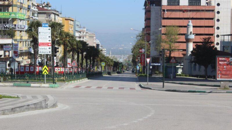 Bursa'da sokaklar boş kaldı