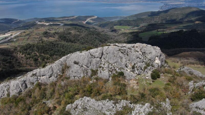 Bursa'da dev kayalardaki figürler gizemini koruyor