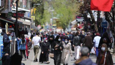 Bursa'da endişelendiren yoğunluk! Çarşı-pazar tıklım tıklım
