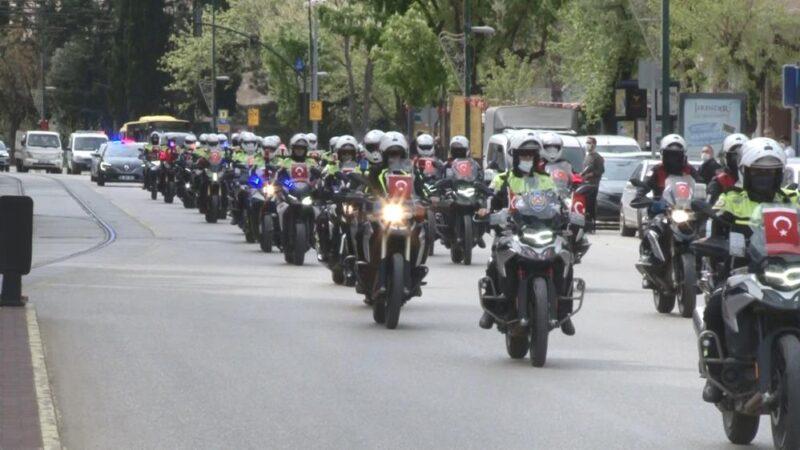 Bursa'da motosikletli polis ekiplerinden 23 Nisan turu