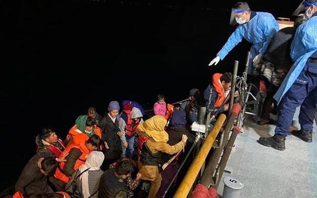 Türk kara sularına itilen 56 düzensiz göçmen kurtarıldı