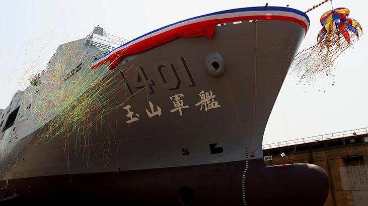 Tayvan yeni savaş gemisini denize indirdi