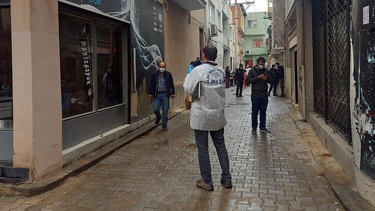 İzmir'de dehşet! Evinde tabancayla vurulmuş halde bulundu