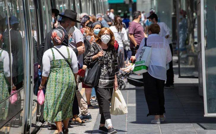 Ülkede flaş karar! Açık alanlarda maske zorunluluğu kaldırılıyor