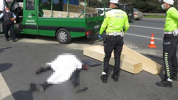 TEM'de feci kaza! Metrelerce sürüklenen motosikletli hayatını kaybetti