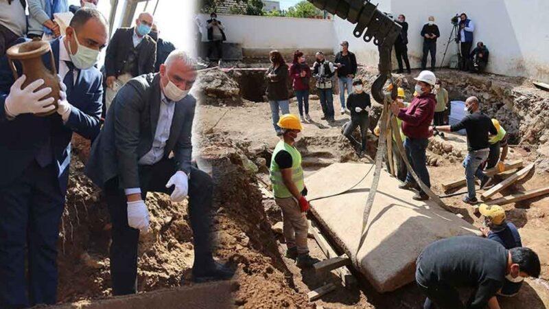 2400 yıllık lahitin kapağını Bakan Ersoy açtı