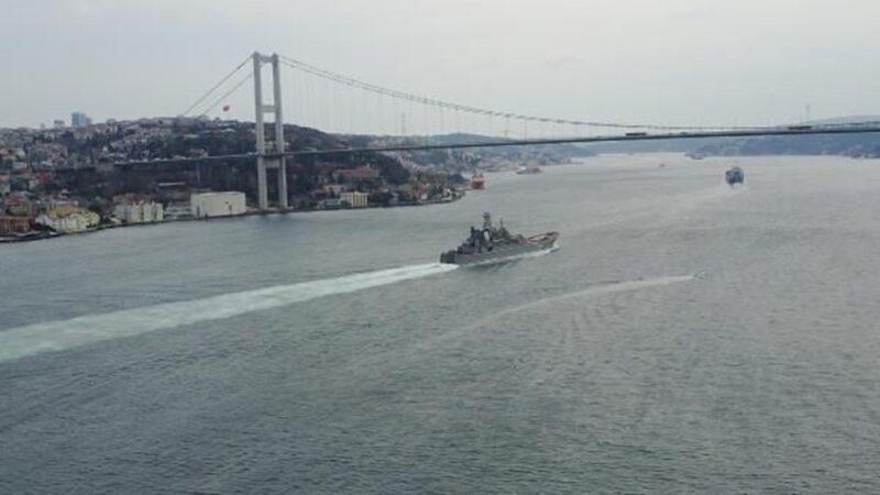 Rus savaş gemileri Boğaz'dan geçti! Çok sayıda ekip eşlik etti