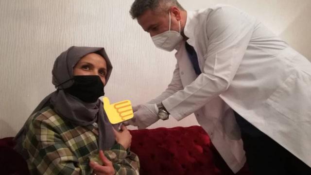 Aşı olmak istemedi, Bakan Koca ikna etti