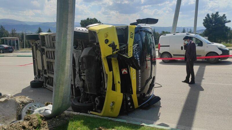 Bursa'da minibüs devrildi: Yaralılar var