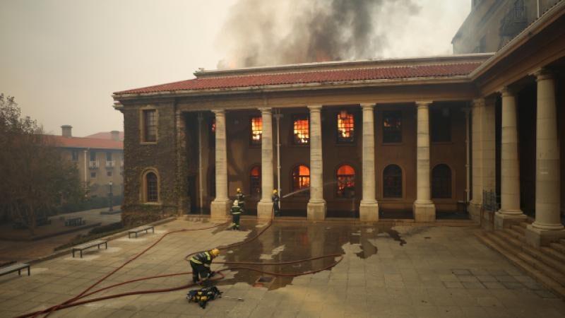 Yangın üniversiteye sıçradı! 4 bin öğrenci tahliye edildi
