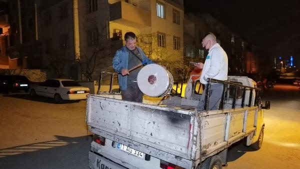 Bursa'da ramazan davulcusundan koronavirüslü mani: '2 yıldır illallah ettirdin'