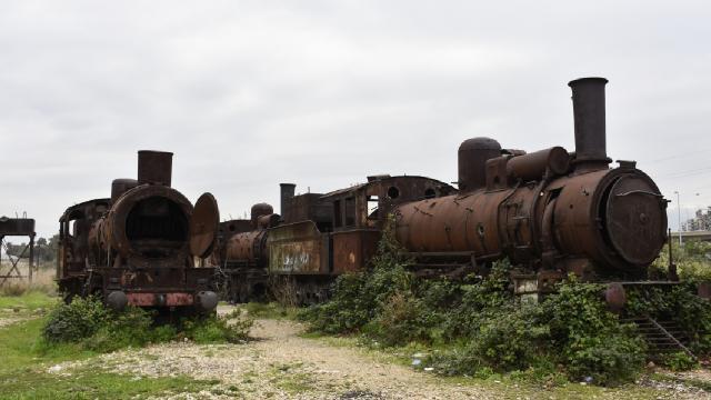 Tarihi demir yolu kaderine terk edildi