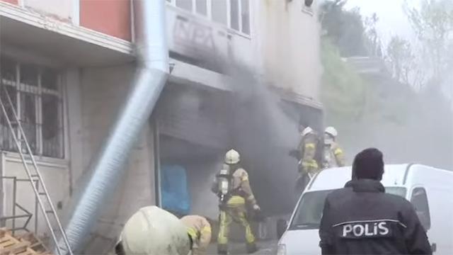 Hırdavat deposunda yangın: 4 ölü