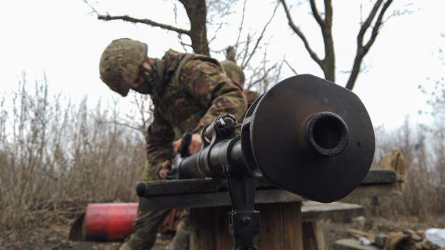 Donbas'ta bir Ukrayna askeri daha öldü