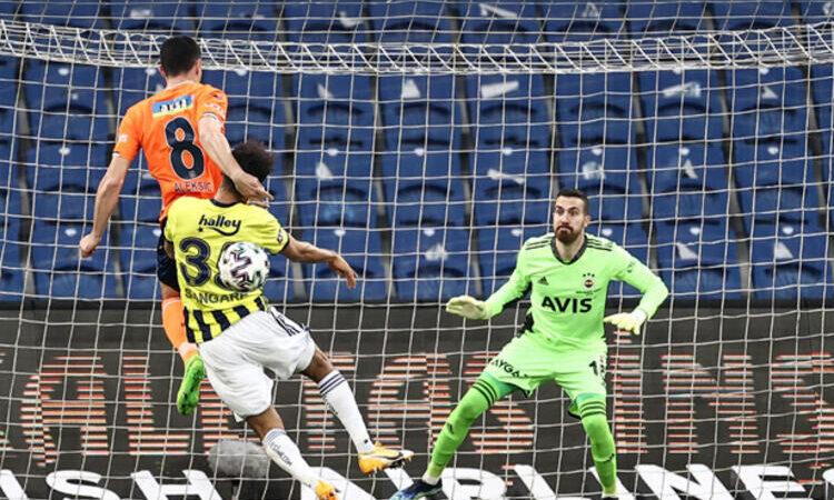 Fenerbahçe zirveye tutundu! Başakşehir ateşe düştü…