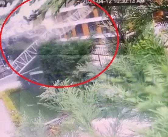 Bursa'daki inşaat vinci, rüzgarın etkisiyle devrildi