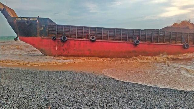 Kargo gemisi karaya oturdu: 4 ölü, 9 kayıp