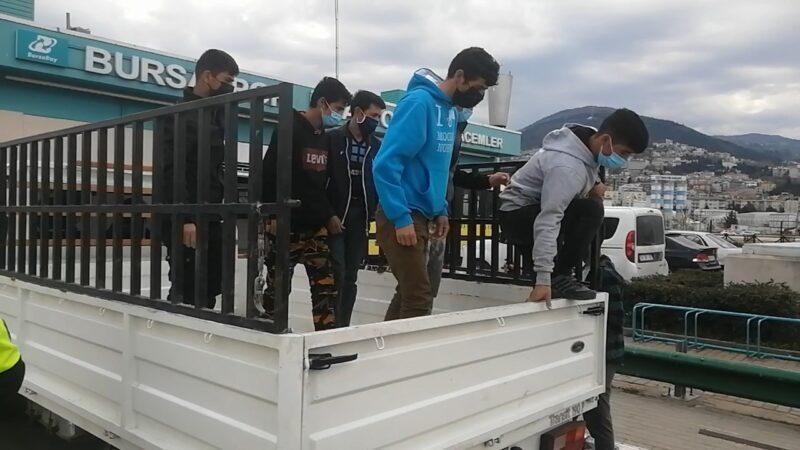 Bursa'da kısıtlamada yakalanan 8 kaçak göçmen, düğüne gidiyormuş