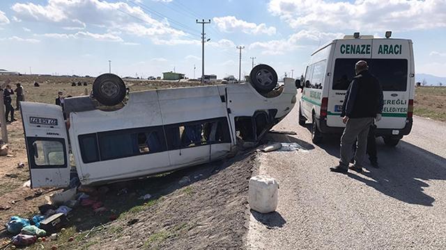 İşçileri taşıyan minibüs takla attı: 2 ölü, 6 yaralı