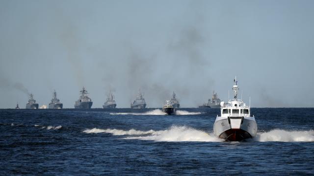 Karadeniz ısınıyor! Rus savaş gemileri tatbikata başladı