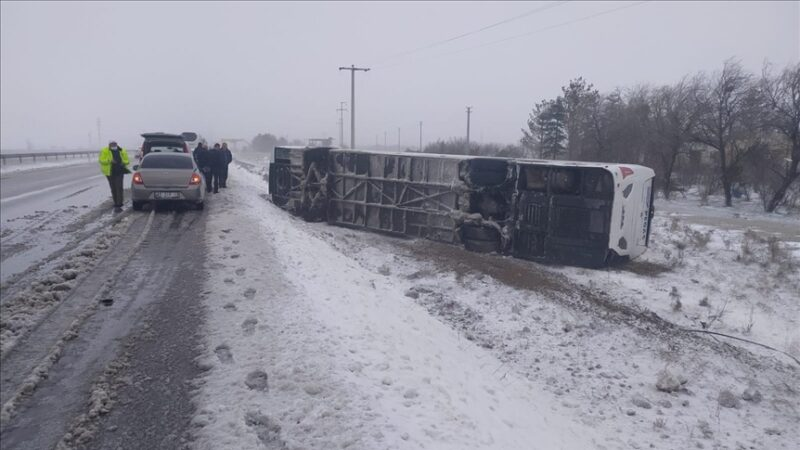2 tur otobüsü devrildi: 1 Rus turist öldü, çok sayıda yaralı