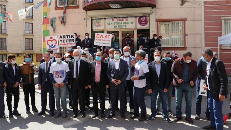 AK Parti'li vekillerden Diyarbakır annelerine destek ziyareti