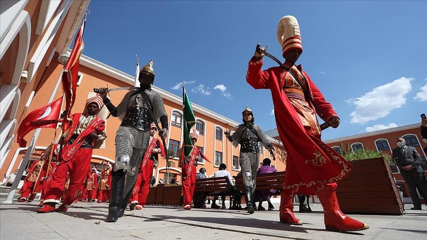Bursa'daki uluslararası lisede 25 ülkeden 33 öğrenciyle mehter takımı kuruldu