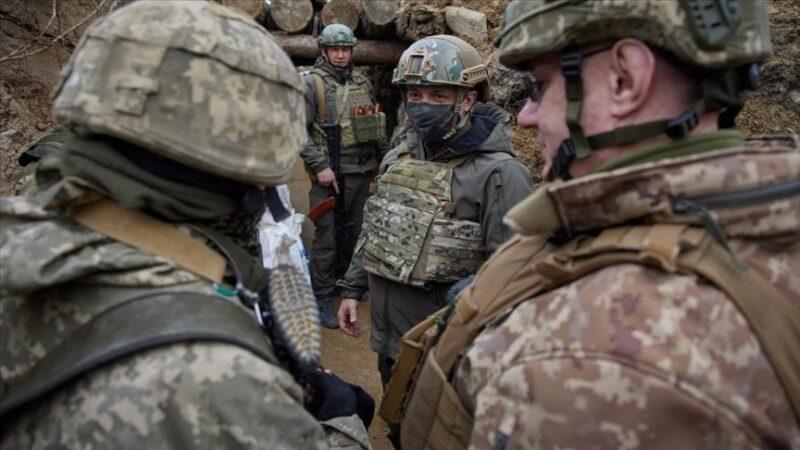 Zelenskiy, Donbas cephesini ziyaret etti